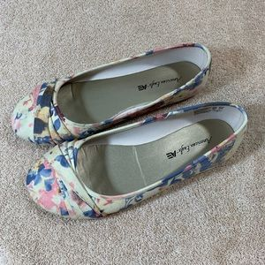American eagle floral flats size 8.5